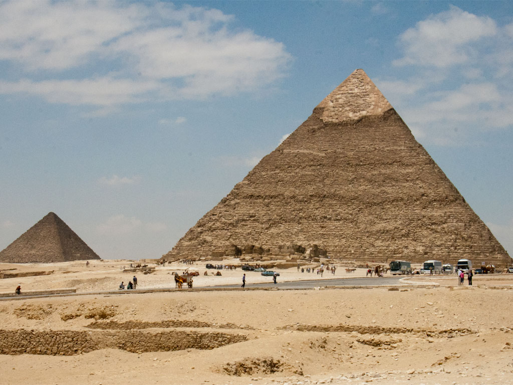 how the three pyramids at giza were built Who built the pyramids and why  the alignment of the three pyramids at the giza plateau on earth is a perfect spiritual and  they were not built by.